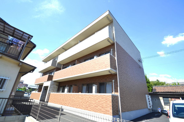 広島県の家具付き賃貸「クロワゾン」外観画像