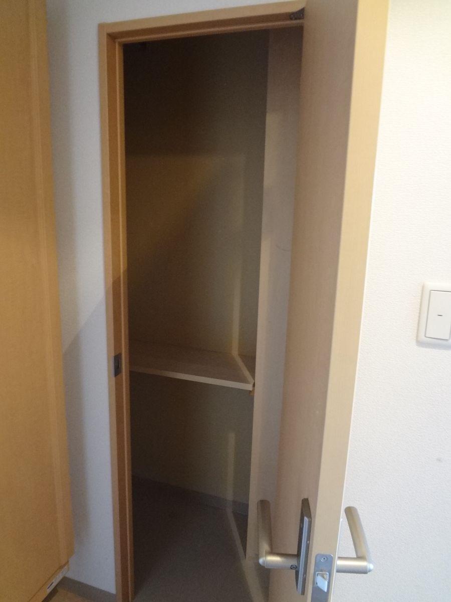 玄関横収納スペース