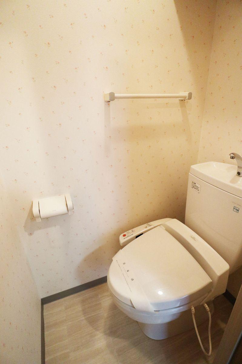 バス・トイレ別!温水洗浄便座です★