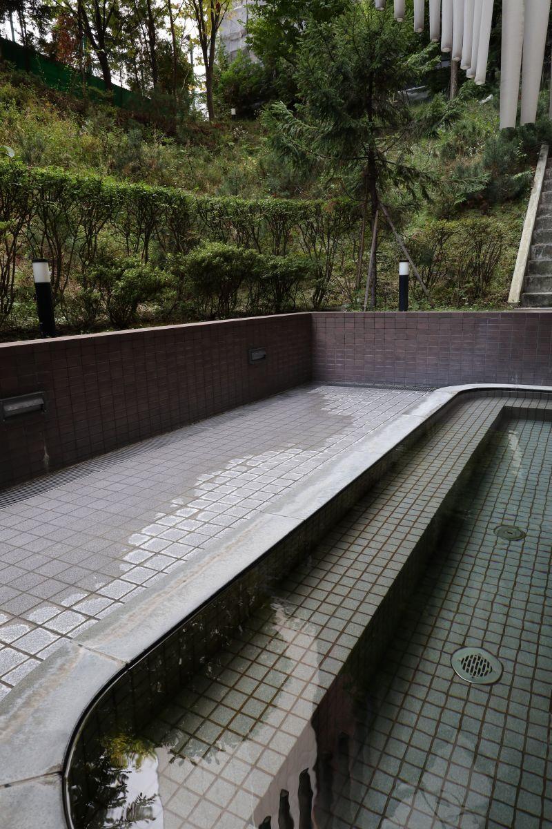 緑に囲まれた露天風呂☆