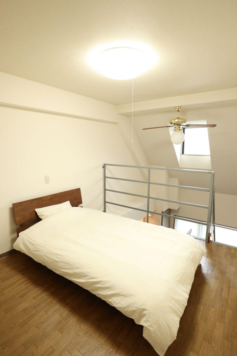 寝室にはセミダブルベット