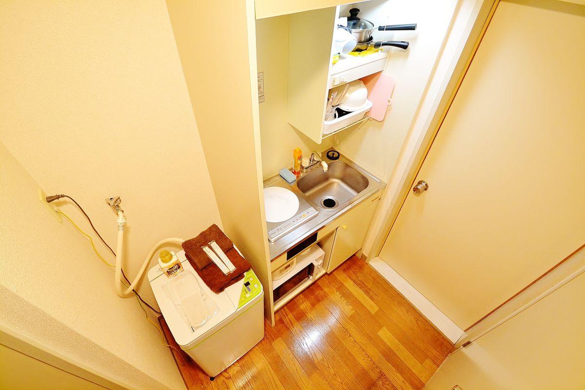 Kマンスリー水島中央のキッチン画像。洗濯機も室内、ホテルよりも安く利用頂けます。格安倉敷ウィークリーマンション。