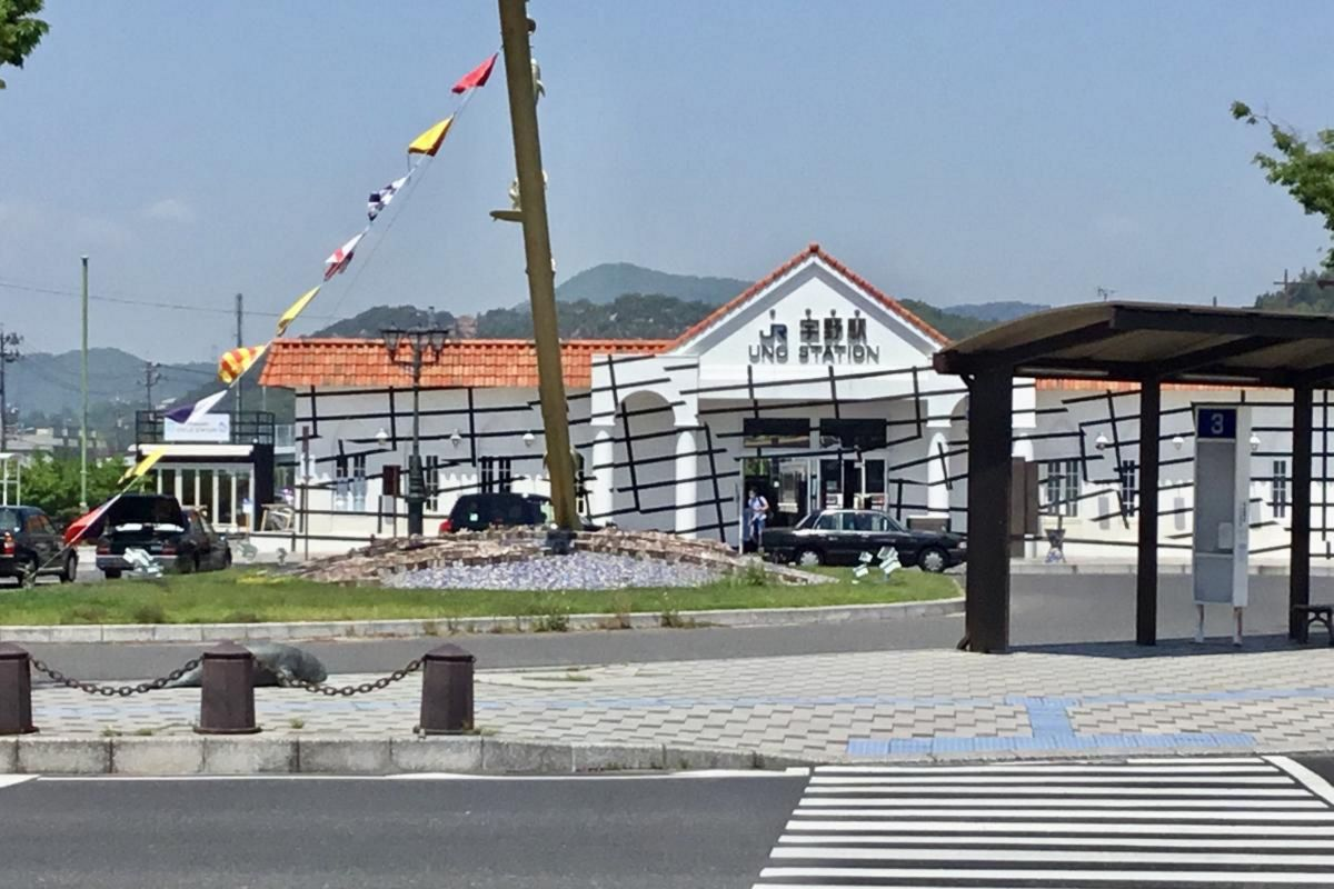 宇野駅まで車で40分、24.6km。