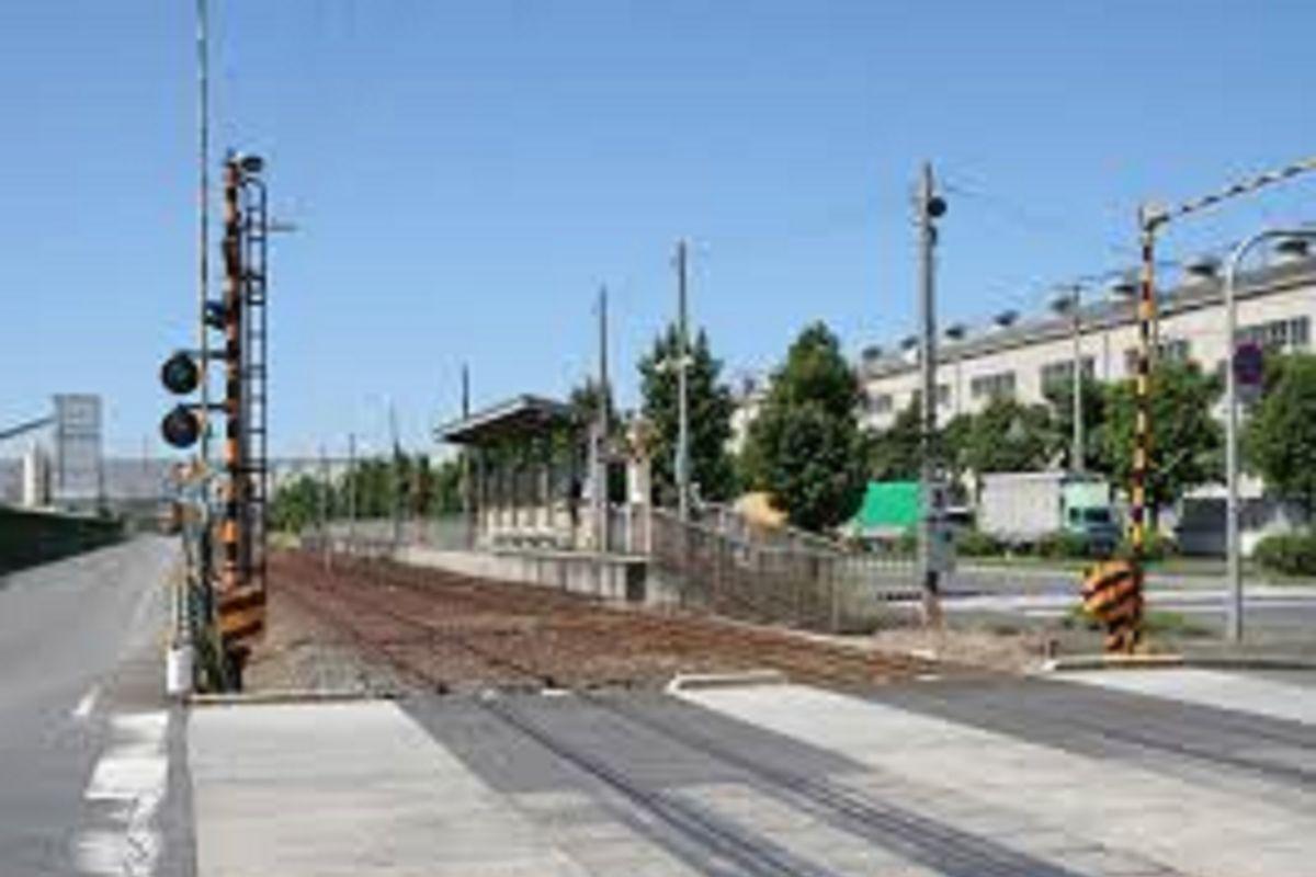 三菱自工前駅まで車で10分、4.5km。