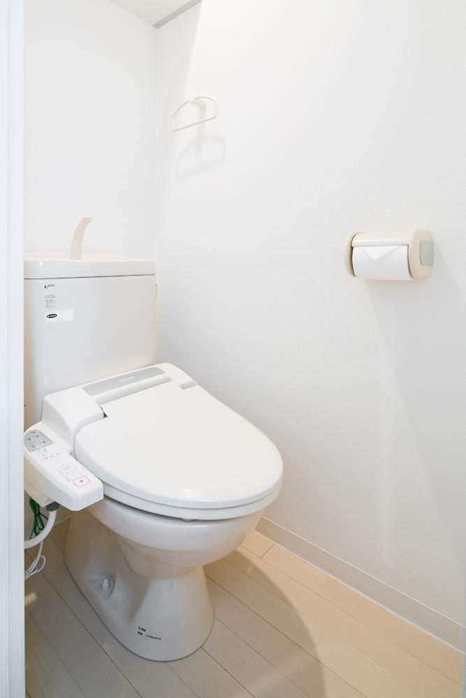 シャワートイレ完備しています。