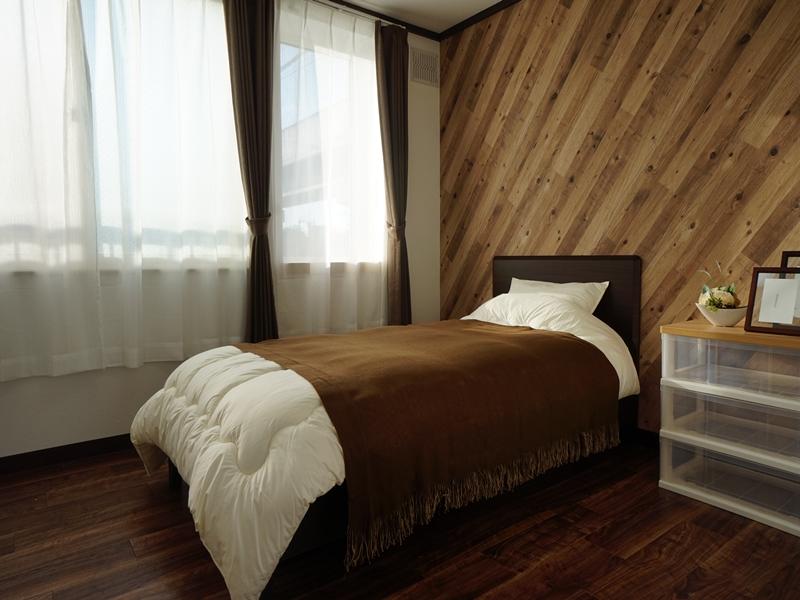 寝具付(枕・掛布団・タオルケット・マットレス)その他の寝具はご自分でご用意をお願い致します。