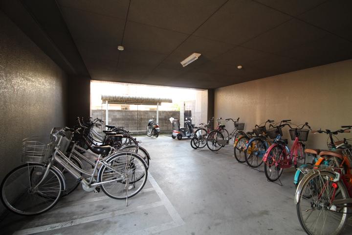 自転車置き場も自由に利用可能!
