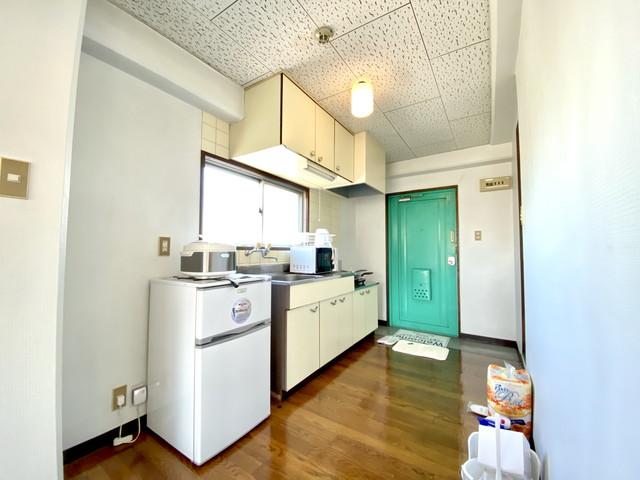 冷蔵庫・炊飯器・電子レンジ・ケトル揃えています。