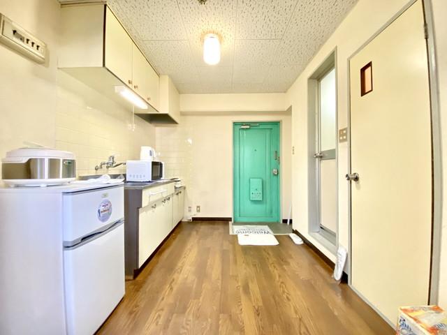 電子レンジ・炊飯器・ケトル・冷蔵庫完備しております。