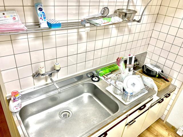 マグカップ・グラス・ボウル・ザル・スプーン・フォーク・大皿・小皿・お箸・おたま・フライ返し・茶碗・汁椀・食器洗いスポンジ・食器水切り・食器洗剤など、ご準備しております。