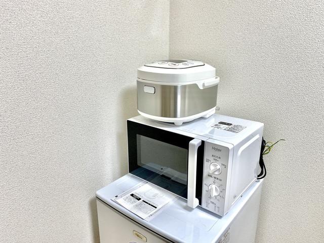 冷蔵庫・電子レンジ・炊飯器など完備しております。