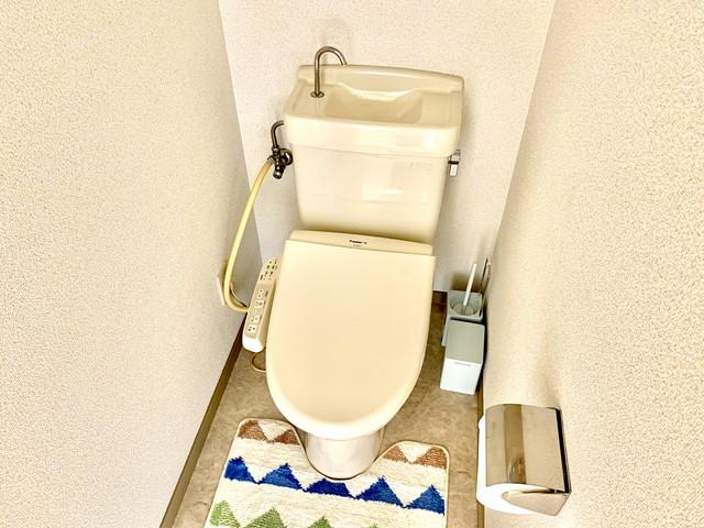 トイレットペーパー・トイレ洗剤・トイレ用芳香剤・トイレ用ゴミ箱・トイレ用掃除タワシ・トイレマット・トイレスリッパ完備していますので、快適にご利用可能です。