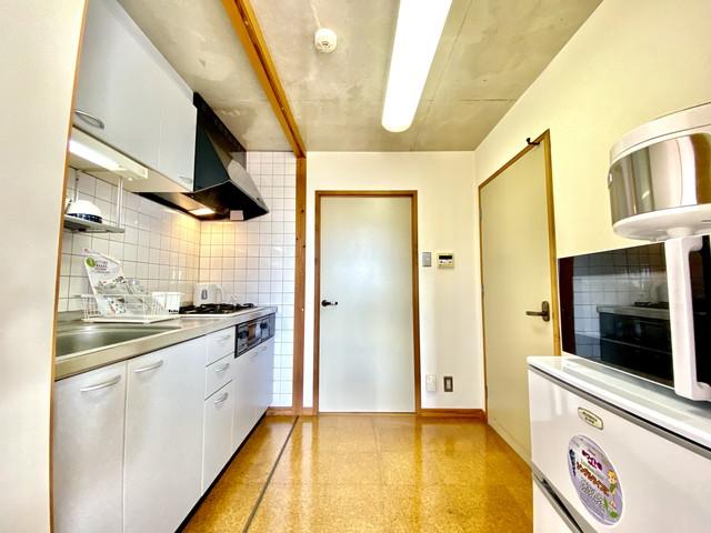 冷蔵庫・電子レンジ・炊飯器・ケトルも完備していますので、不自由なくお過ごしいただけます。