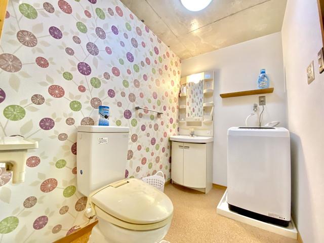 バス洗剤・バス掃除スポンジ・バス桶・バスマット・トイレットペーパー・トイレ洗剤・トイレ芳香剤、揃えておりますので、どうぞご利用くださいませ。