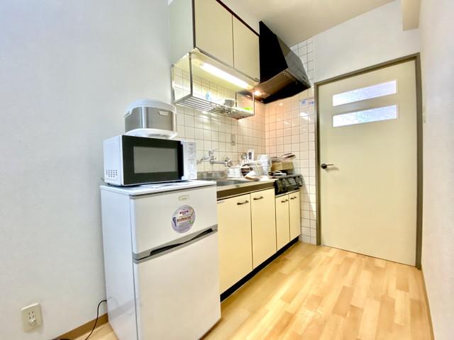 冷蔵庫・電子レンジ・炊飯器・ケトル等、完備しており、すぐにお使いいただけます。
