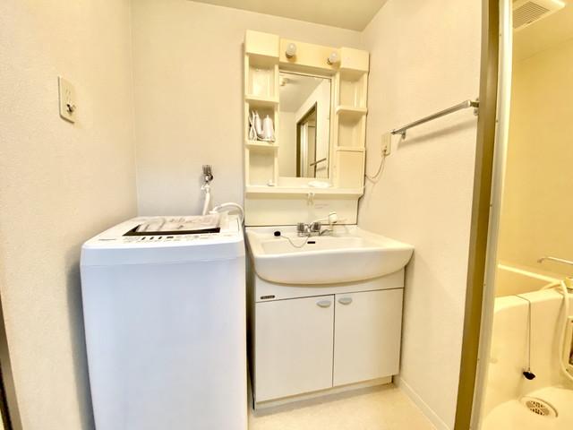 独立洗面台、室内洗濯機置き場、快適に生活していただけます。