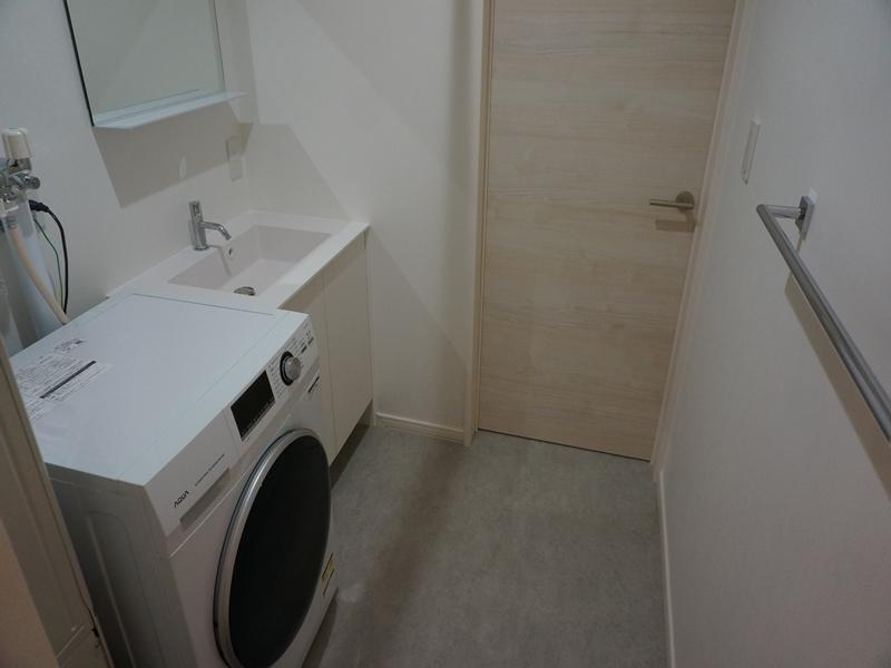 脱衣所/洗面台・ドラム式洗濯機・脱衣内物干し竿あり