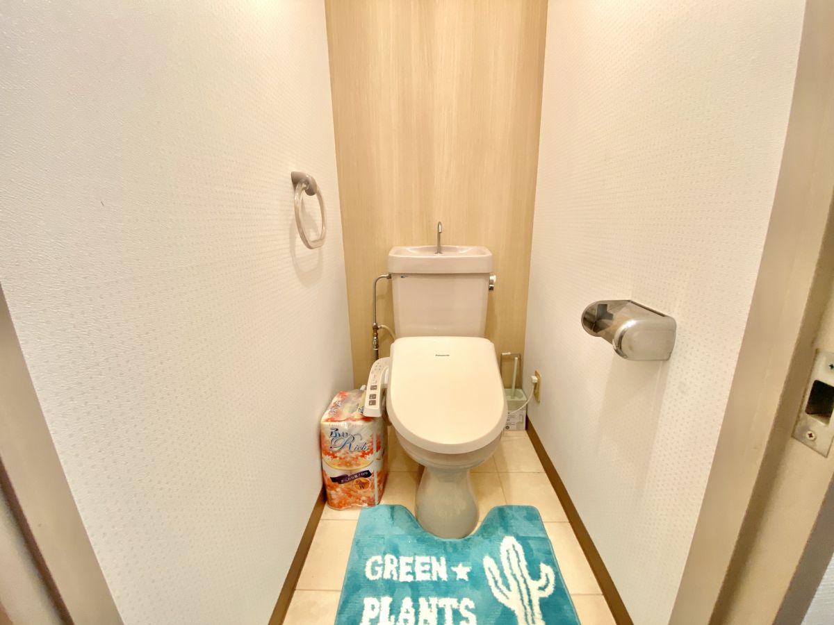 トイレットペーパー・トイレ洗剤・トイレ用芳香剤・トイレマット・トイレ用掃除タワシなど、設備整えています。