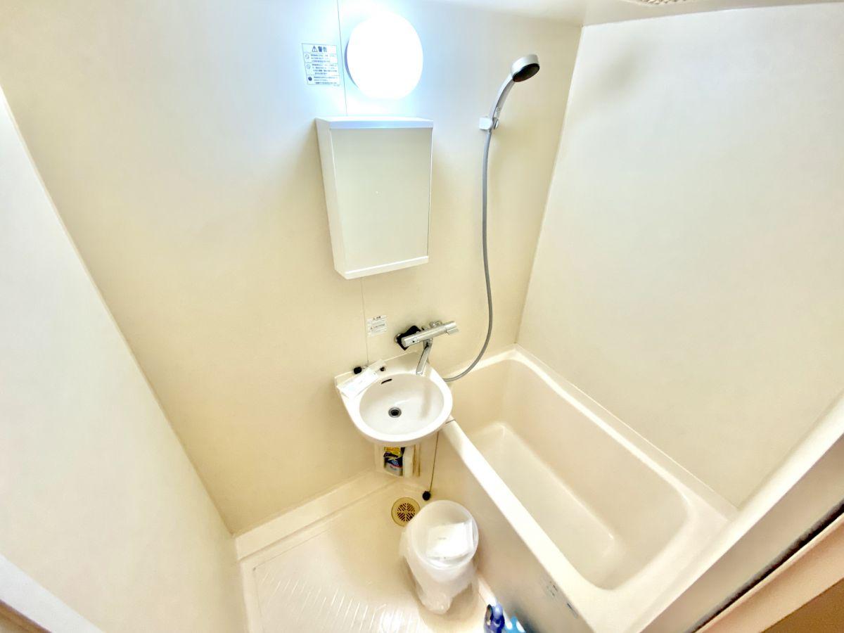 バス洗剤・バス掃除スポンジ・バスマット・バス桶・シャンプー・コンディショナー・ボディーソープなど完備しております。快適なバスタイム