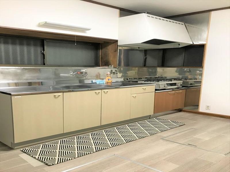 広いキッチンスペース。調理もスムーズにできます。