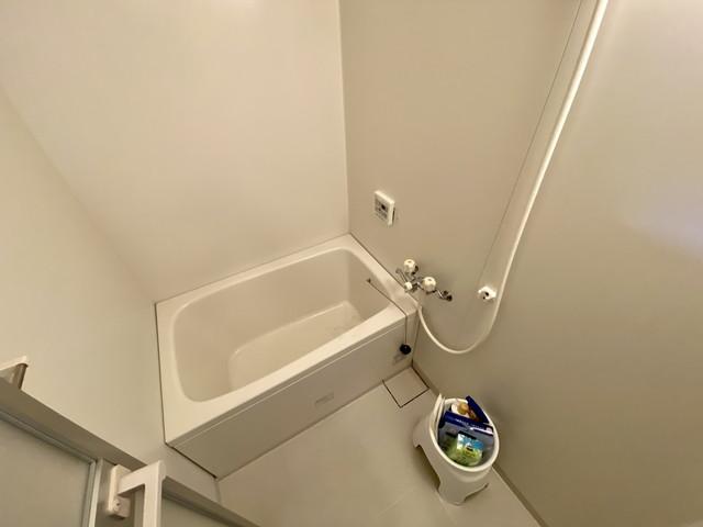 バストイレ別です。シャンプー・リンス・ボディーソープ・風呂用洗剤・スポンジ・風呂桶・椅子ご用意しております。