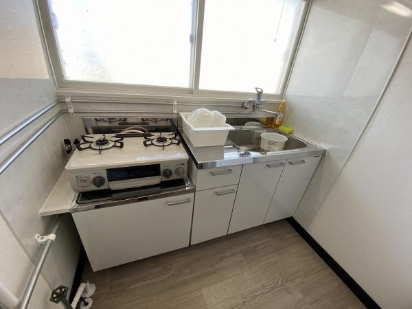 窓付のキッチン