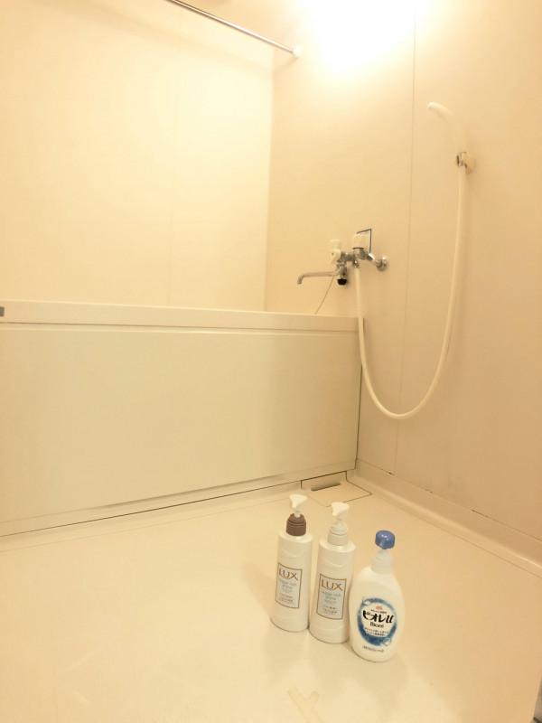 お風呂・トイレ分かれています☆広いお風呂でごゆっくりおくつろぎください!シャンプー、リンス―、ボディーソープもご用意していますので、ぜひご利用ください◎♪
