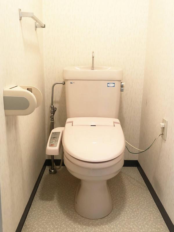 温水洗浄便座付きのお手洗い◎ 老若男女皆さまに安心してご利用いただけます♪