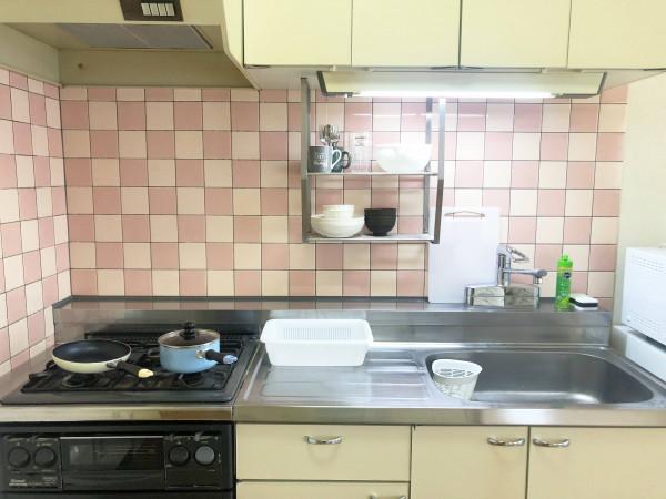 広々シンクとガスキッチンで自炊もしやすいです◎食器洗い洗剤もご用意していますのでご活用ください♪