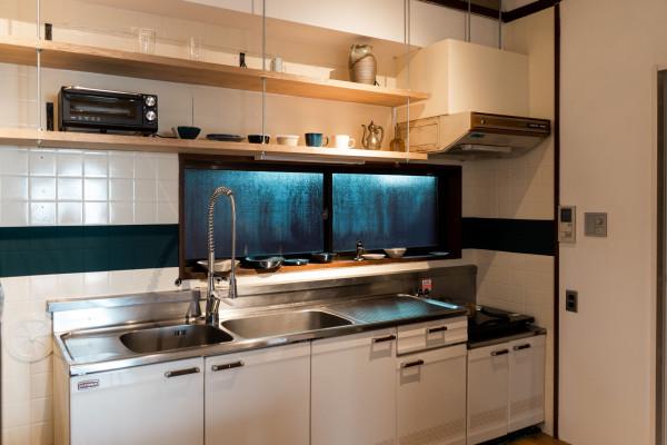 既存のキッチンを活かし、要所でリノベーション