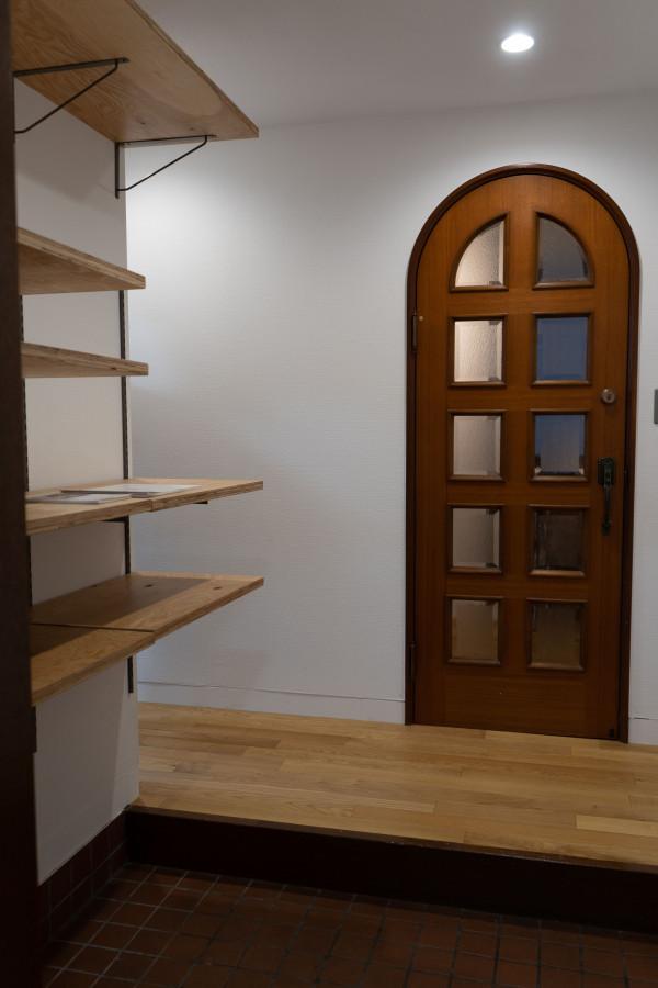 入り口から玄関を