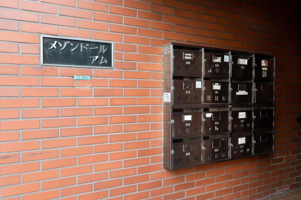 マンション入り口とポスト