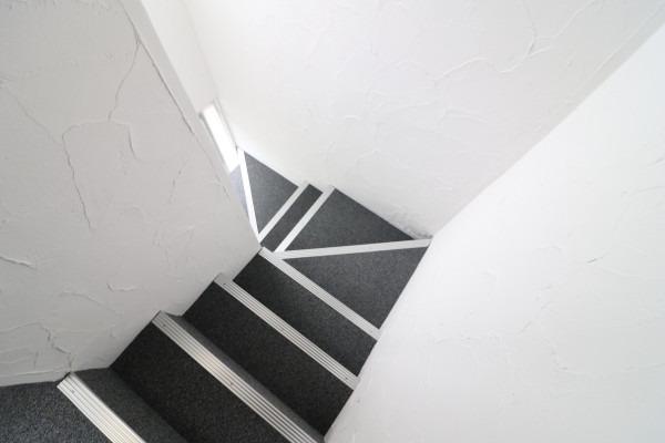階段を降りると...