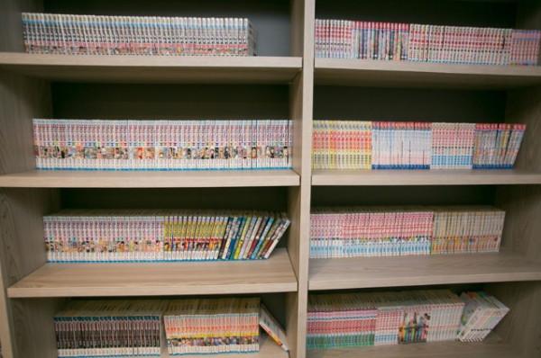 コミックコーナー(1000冊以上のコミック本を貸出し致しております。 就寝前や寛ぎのお時間などにぜひご利用ください。)