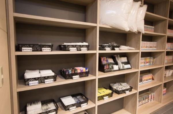 アメニティコーナー(加湿空気清浄器、アイロン、低反発まくら、デスクライト等、各種無料でお貸出ししております。)
