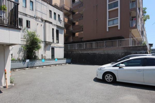 敷地内に駐車場ございます