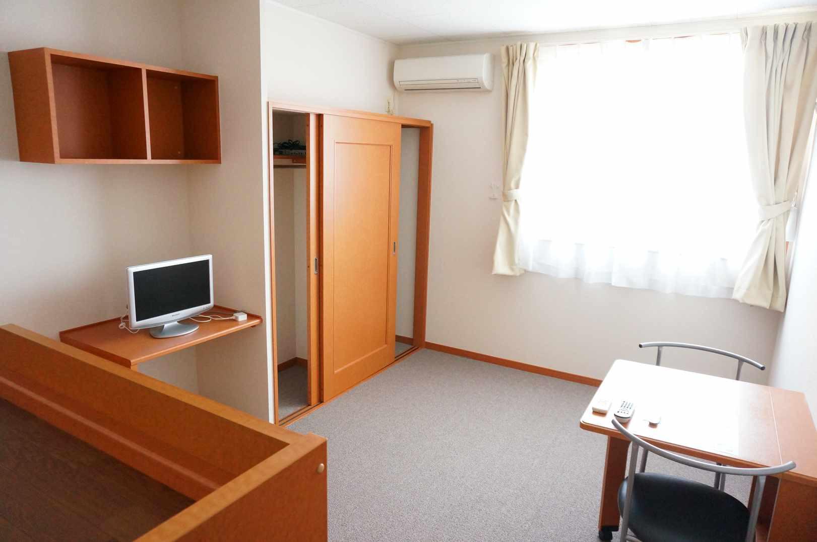 2階はカーペットのお部屋となります