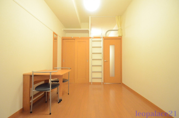 東京都羽村市のウィークリーマンション・マンスリーマンション「レオパレスISAO 106(No.161299)」メイン画像