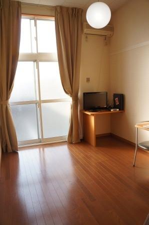 東京都小平市のウィークリーマンション・マンスリーマンション「レオパレス極 204(No.308995)」メイン画像
