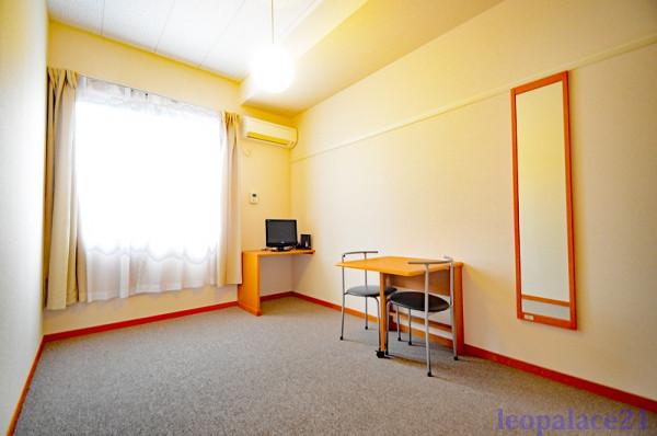 東京都三鷹市のウィークリーマンション・マンスリーマンション「レオパレスパークサイドグレース 204(No.309025)」メイン画像
