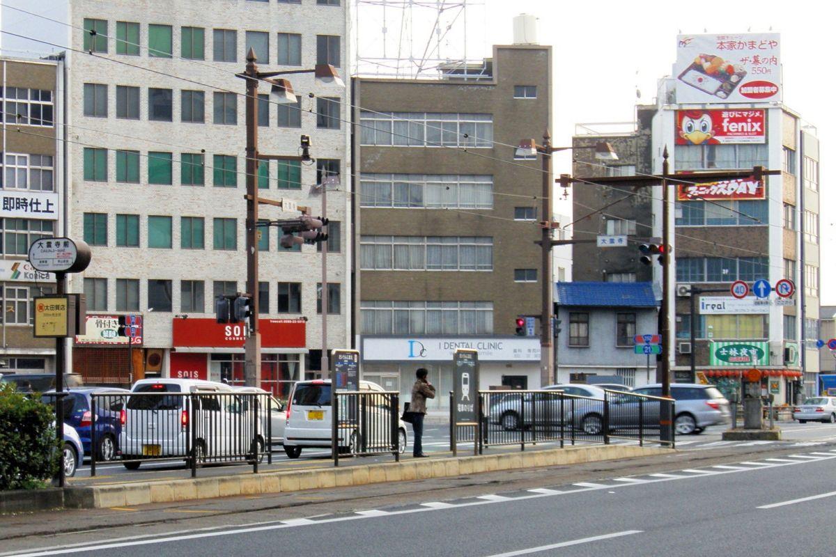 路面電車大雲寺前駅まで徒歩4分、230m。