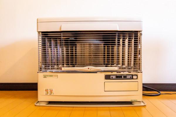 室内はストーブがついており、真冬でも暖かいです。