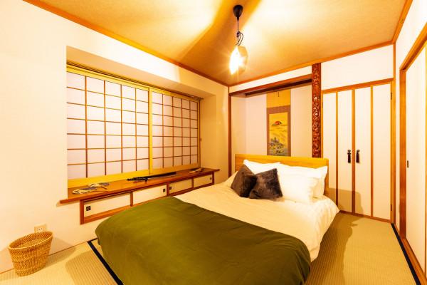 ベッドルーム3。こちらはダブルベッド が1つございます。