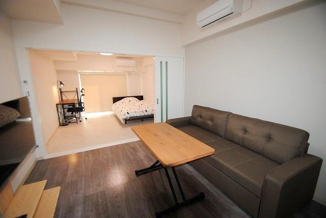 白基調の清潔感のあるお部屋