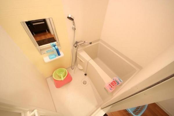 バストイレは別♪バスルームにはシャンプー・リンス・ボディソープをご用意しておりますのでぜひご活用ください!