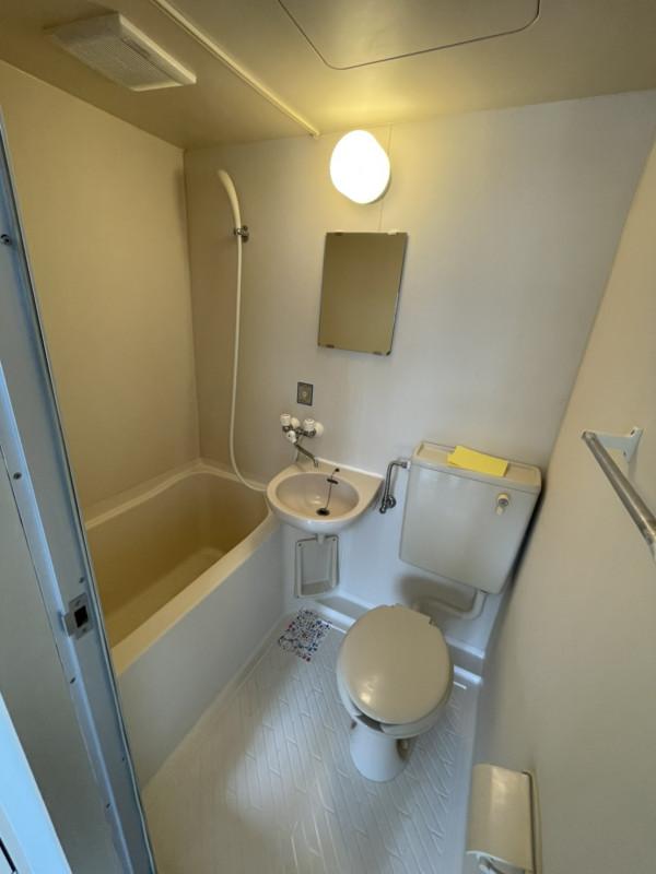 家具・家電設置前の室内写真となります。