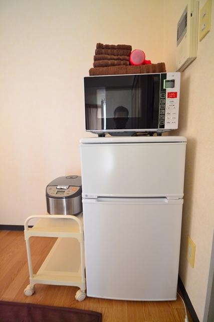 電子レンジ・冷蔵庫だけでなく、炊飯器もご用意しております♪炊き立てご飯が毎日でも食べられますね!
