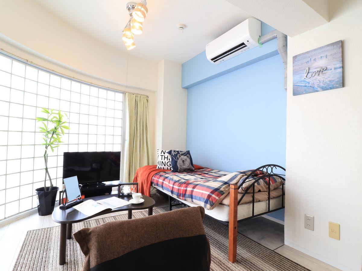 暖かい雰囲気が魅力的な1R!家具家電付きで入居されたその日から自宅のようにくつろいでいただける空間となっております。