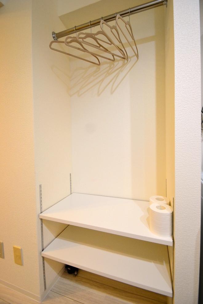 収納スぺース♪ハンガーも備品としてご用意しておりますので、ご用意いただかなくて大丈夫です!