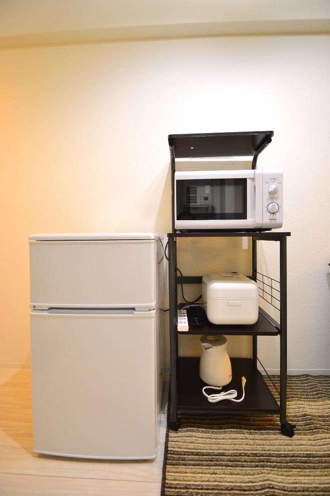 冷蔵庫・電子レンジだけでなく炊飯器やケトルもご用意しておりますので、毎日炊き立てのご飯を食べたり、朝にコーヒーを一杯いただくことも可能♪